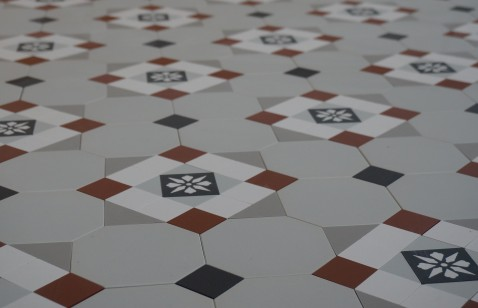 Geometryczne płytki podłogowe