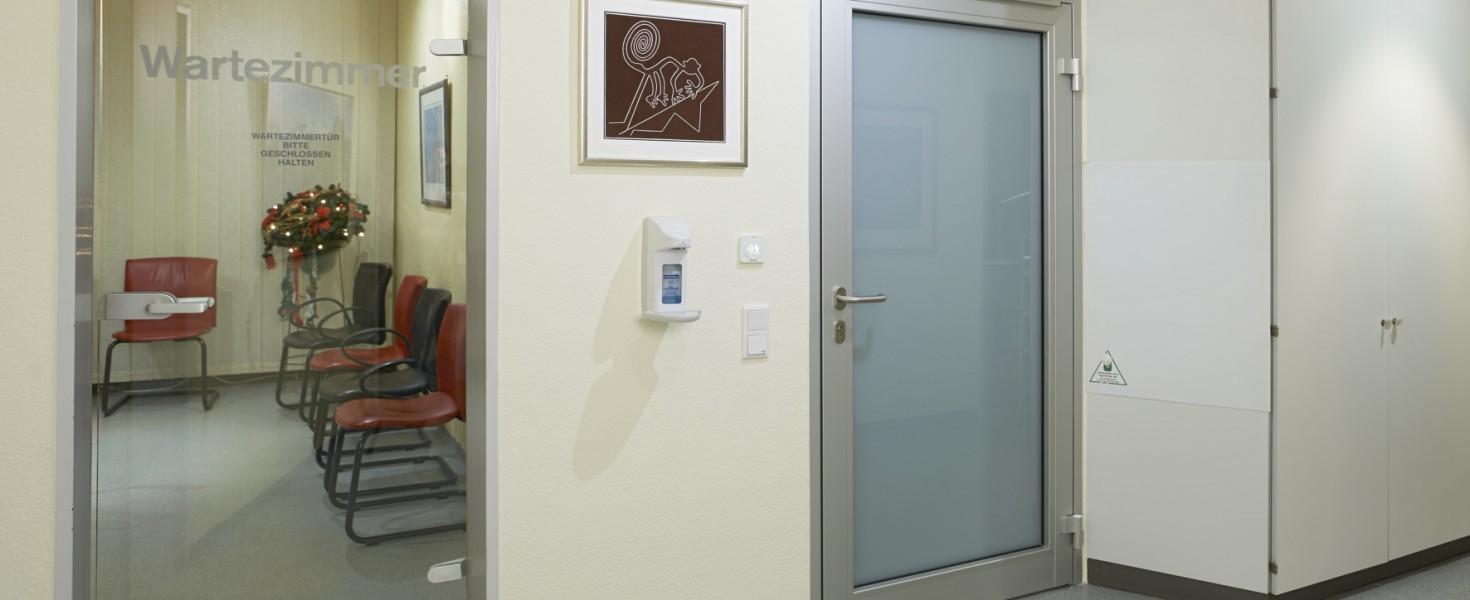 Bez kontaktu z zarazkami - Drzwi wewnętrzne z napędem PortaMatic